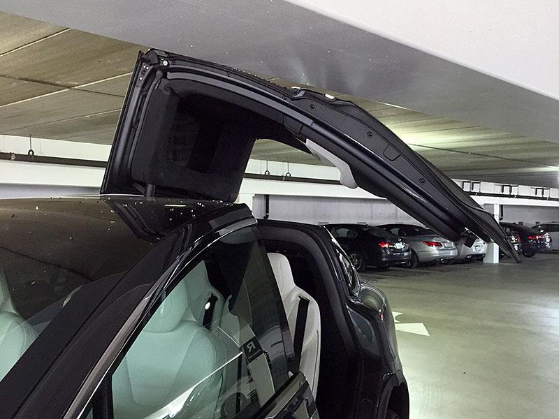 Model X Falcon Wing dooc (c) Foxxxy Tesla Motors Club