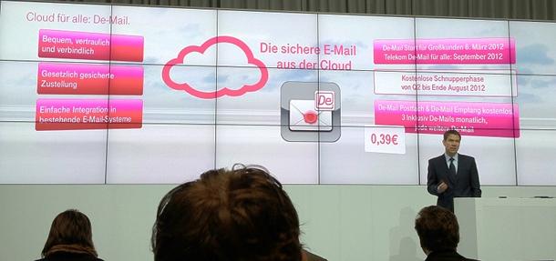 René Obermann präsentiert bei der CeBIT 2012 die De-Mail