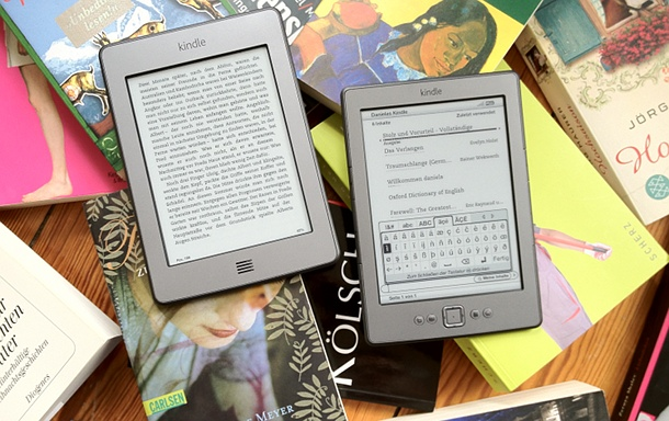 Der klassische Kindle versus Kindle touch (c) dk