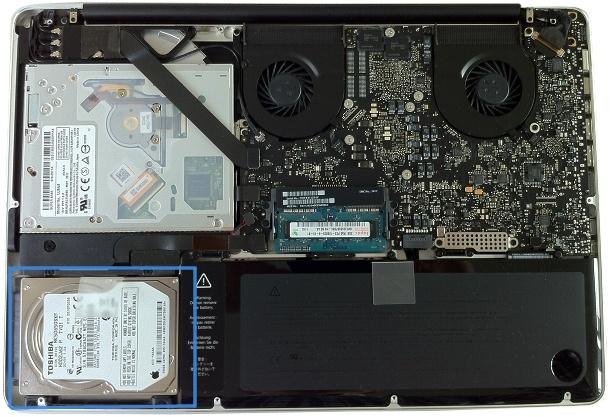 Unten links (farblich markiert) liegt die Festplatte im Macbook Pro (c) dk