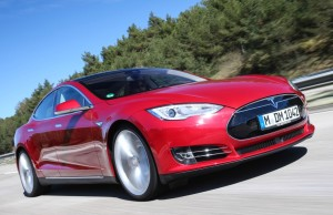 Tesla Model S unterwegs